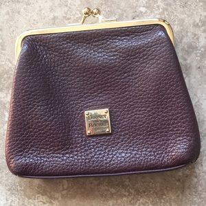 🎁Dooney & Bourke change purse plum leather